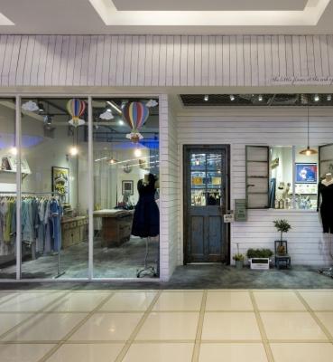 فروشگاه حاتم اغلو واقع در ایران مال